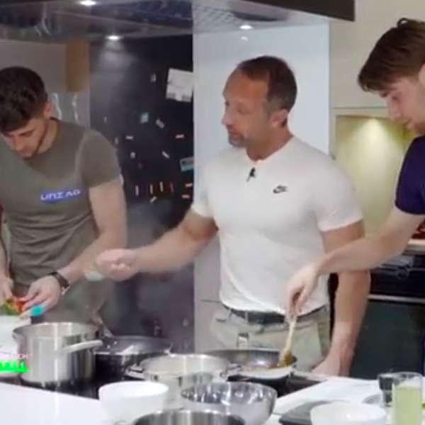 Bild zum Eintrag: Das perfekte Essen für Fußballer - Kochen mit Huspek & Hancik